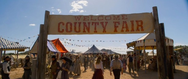a-million-ways-to-die-in-the-west-screenshot-county-fair