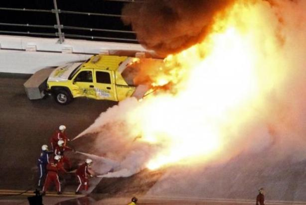 240416-a-jet-dryer-truck-burns-on-the-track-at-the-daytona-500-after-juan-pab
