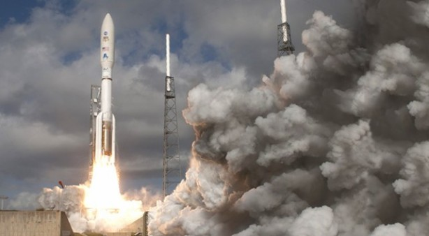 atlas-v-541-launch-with-msl-curiousity-on-board-640x353