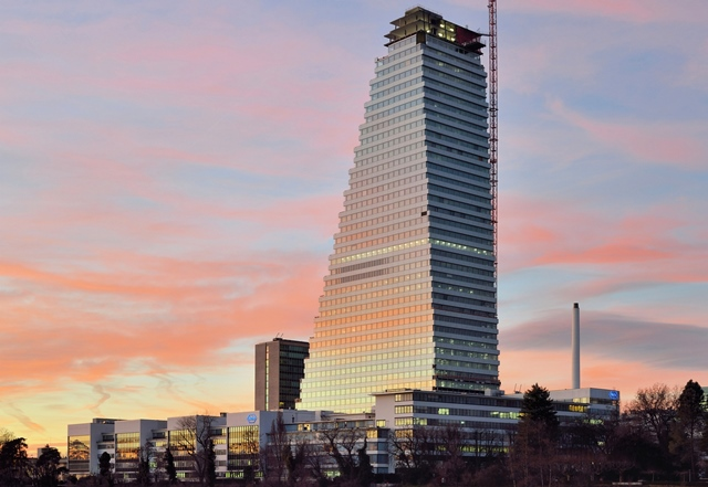 Basel_-_Roche_Tower_-_Baufortschritt_22.Dezember_2014