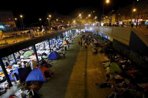 refugees-camp-for-the-night-in-front-of-the-keleti-train-station-in-budapest-hungary-september-2-2015
