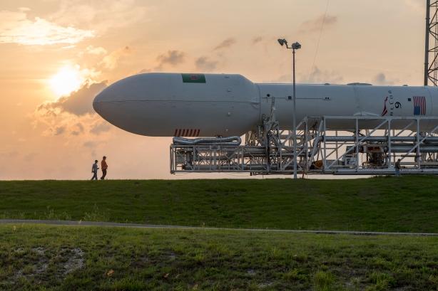 Falcon+9+Rollout.jpg