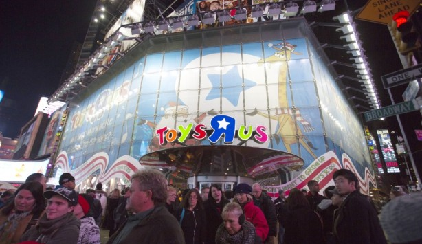Toys-R-Us-Times-Square-940x545