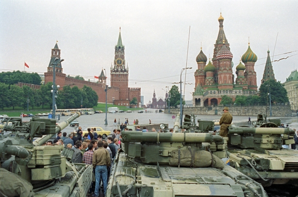 tanks_at_red_square_tass_180758_b